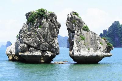 10 điểm đẹp nhất thế giới gọi tên Sơn Đoòng và Hạ Long.