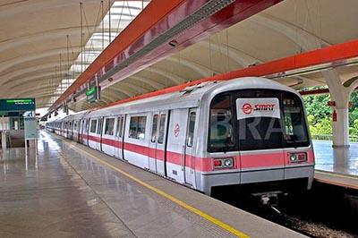 Kinh nghiệm di chuyển bằng tàu điện ngầm MRT ở Singapore