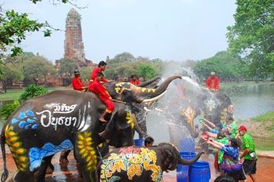 Trải nghiệm tuyệt vời tại Lễ hội té nước Songkran Thái Lan