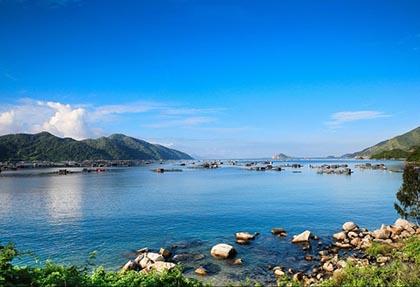 Đắm chìm vẻ đẹp mê hồn của Vịnh Vũng Rô, Phú Yên