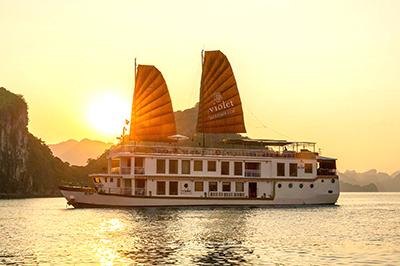 Du thuyền Heritage Line Violet Cruise trên vịnh Hạ Long | 2 ngày 1 đêm