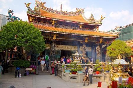 Đèn Long Sơn Tự